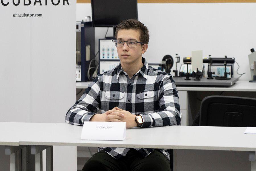 Роботу над розумними окулярами Сергій розпочав ще у шкільні роки
