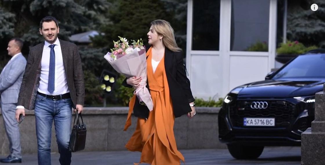 Стилістка відзначила помаранчеву сукню Рудик