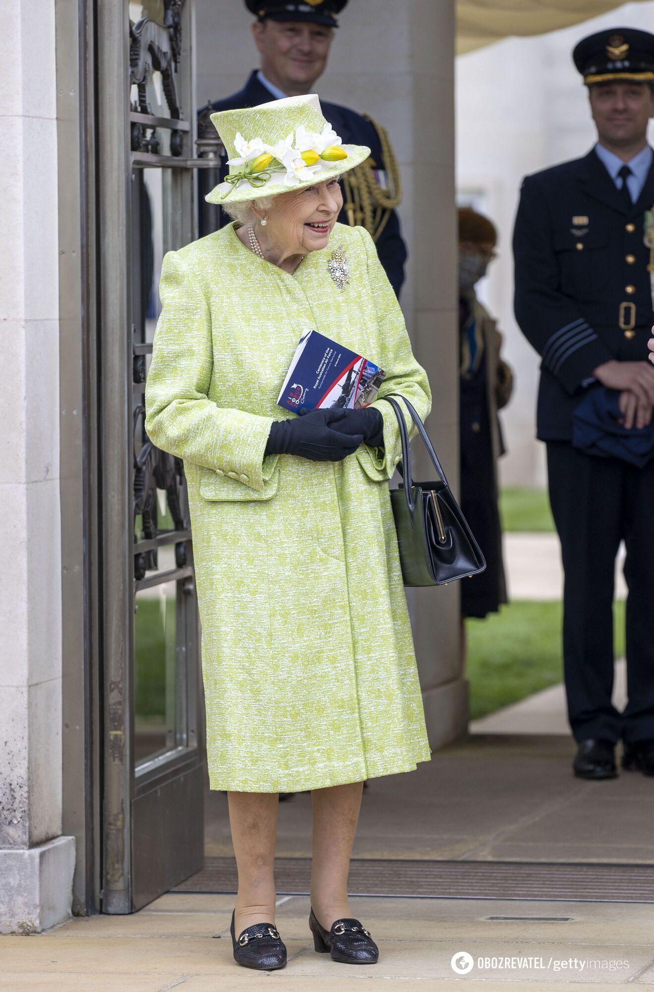 Єлизавета II відвідала меморіал Військово-повітряних сил у Раннімеді