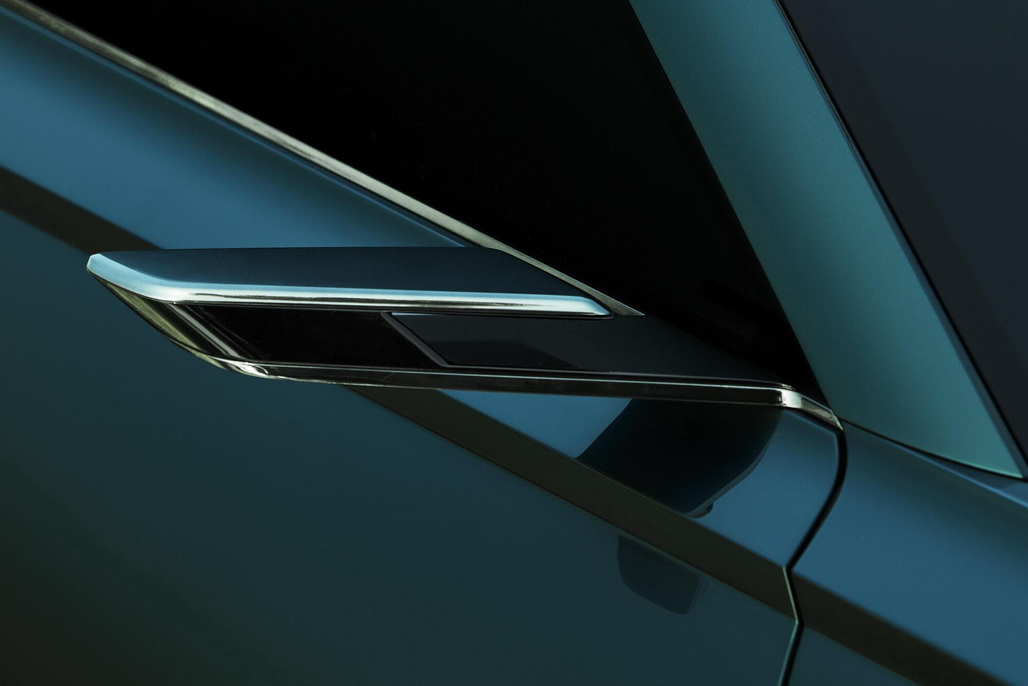"""Дизайнерська тема """"двох ліній"""" реалізована в різних деталях, наприклад, камерах заднього виду"""