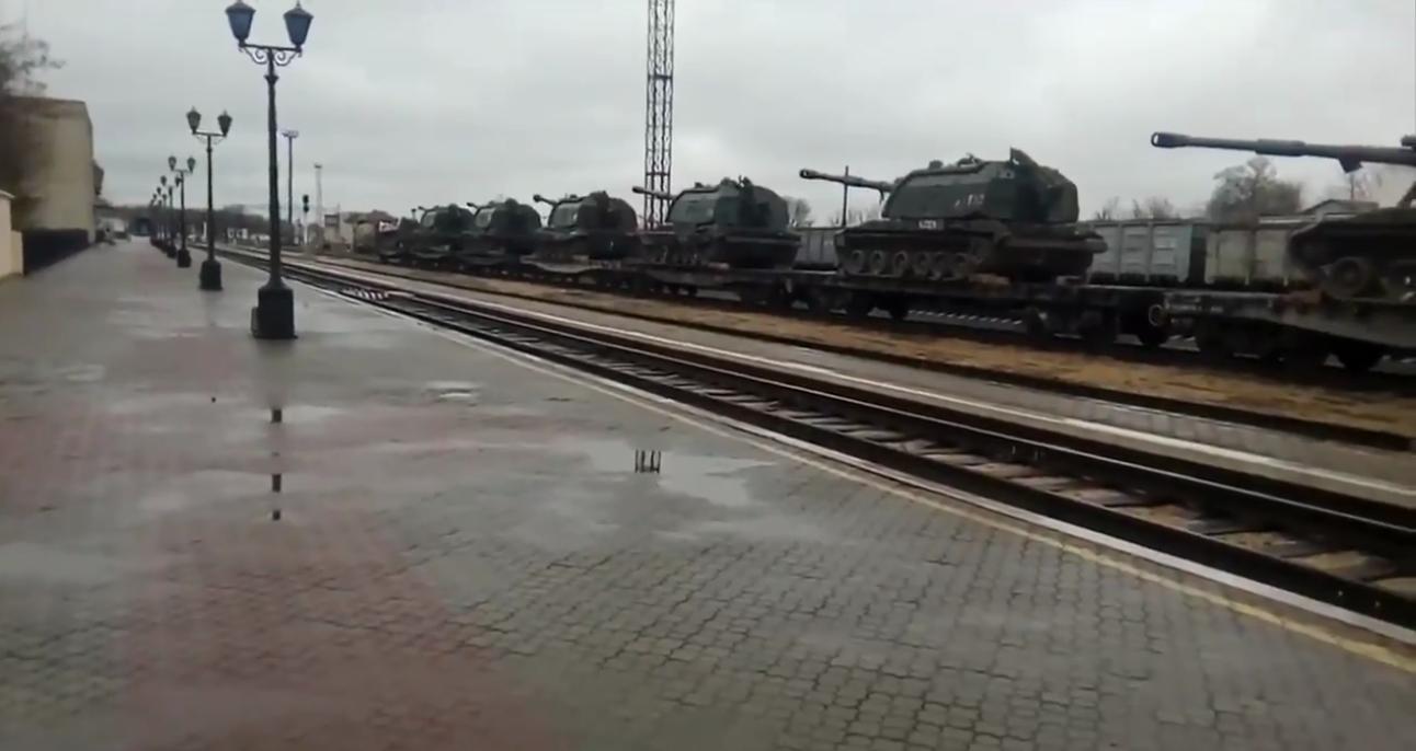 У Керчі помітили склади із забороненою російською артилерією