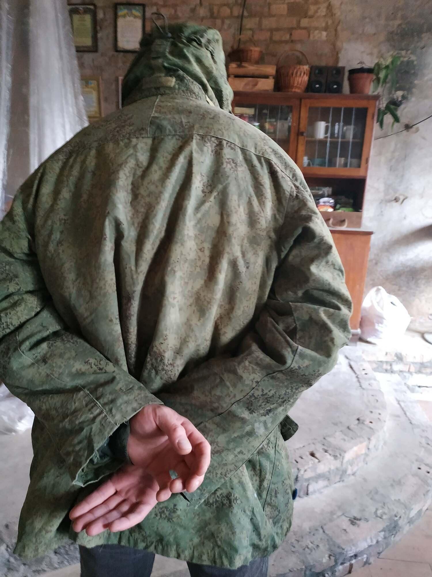 В Киеве заметили мужчину в российской камуфляжной куртке