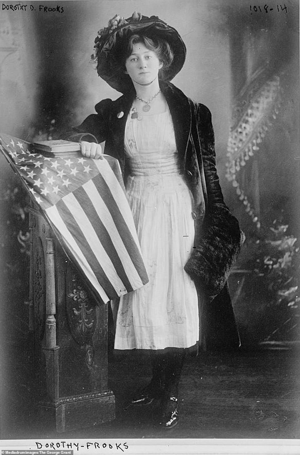 Дороті Фрукс була письменником, видавцем, військовим офіцером