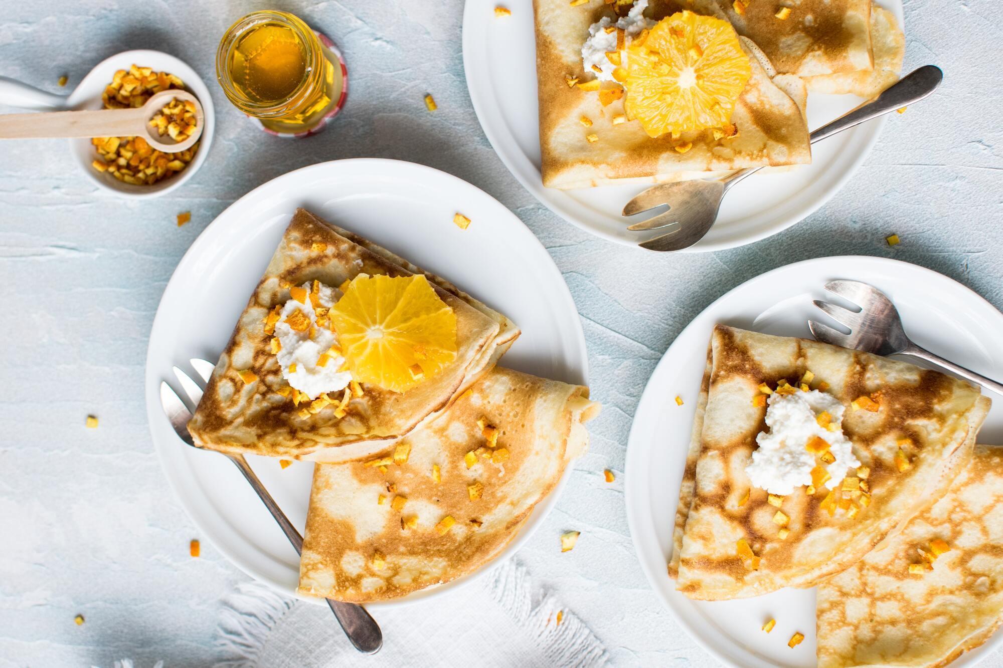 Если в блины заворачивают начинку, такое блюдо в Украине называют налистники.