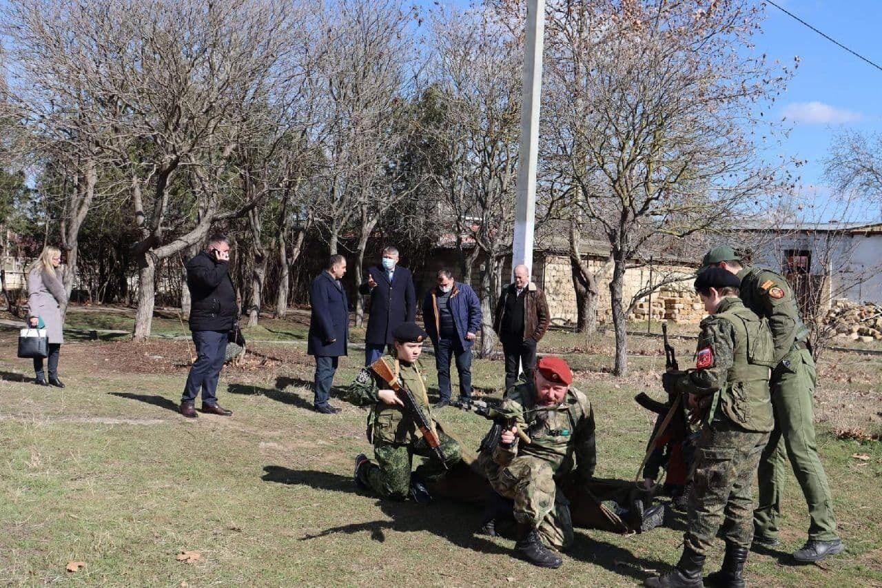 Воєнізований захід для дітей в окупованому Криму