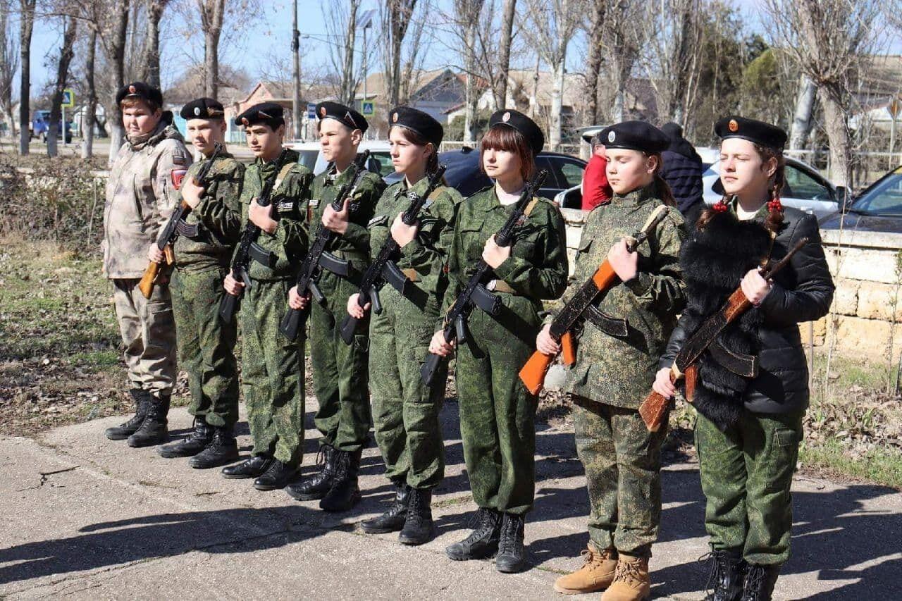 Стройову підготовку у Криму окупанти перевіряють навіть у школярів