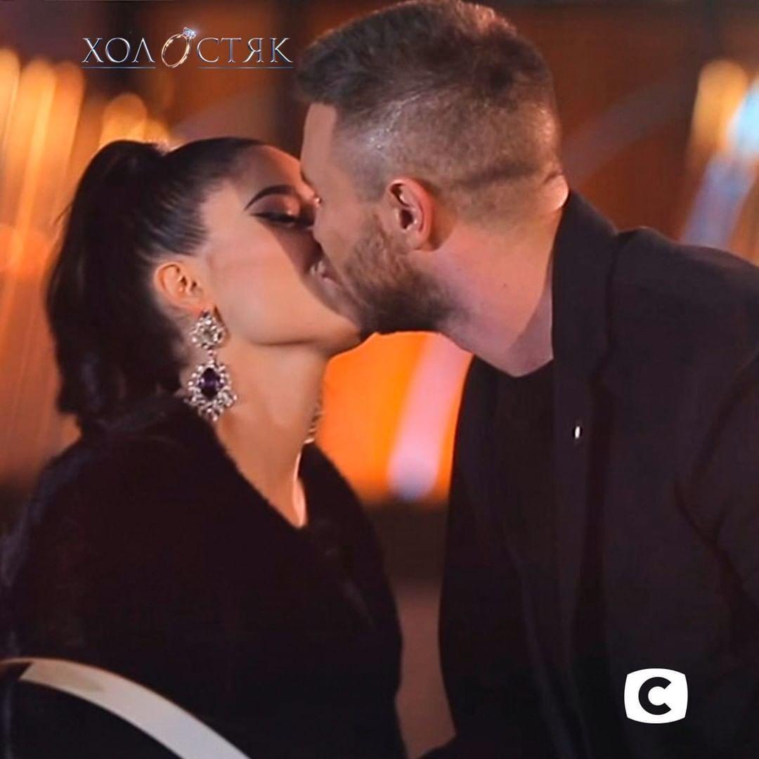 Первый поцелуй на шоу