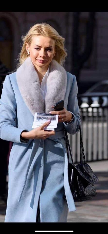 Ирина Аллахвердиева по дороге на роботу