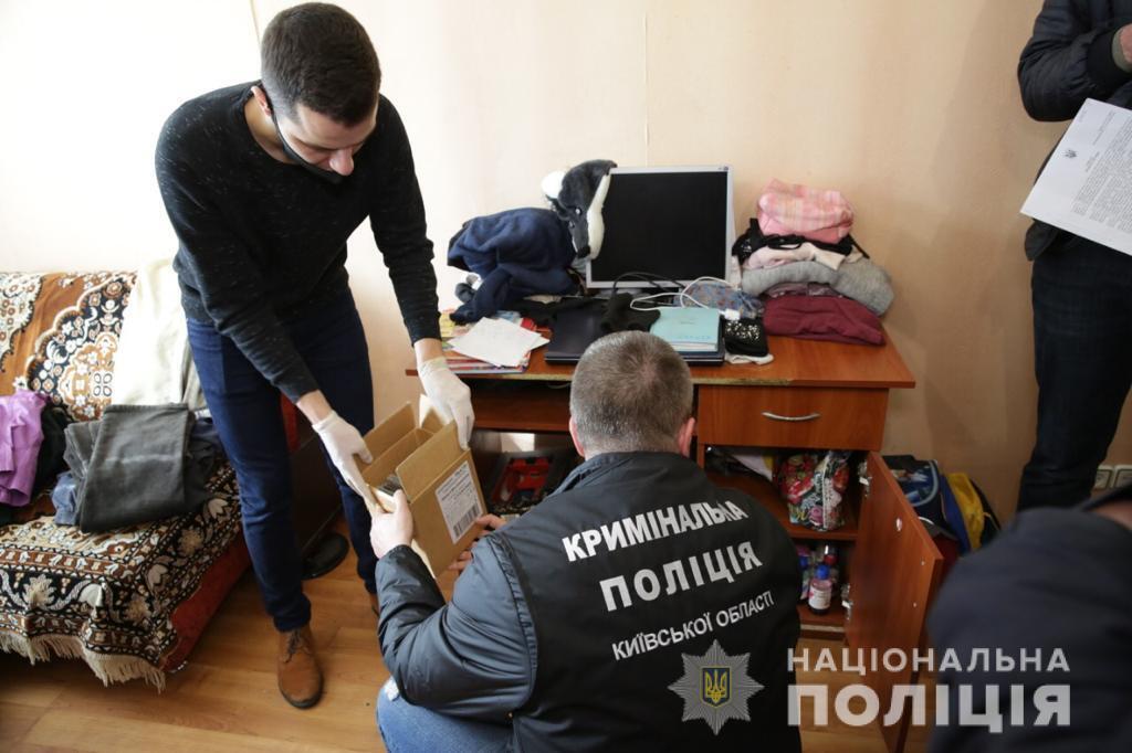 На Київщині фотографа підозрюють у поширенні дитячого порно.