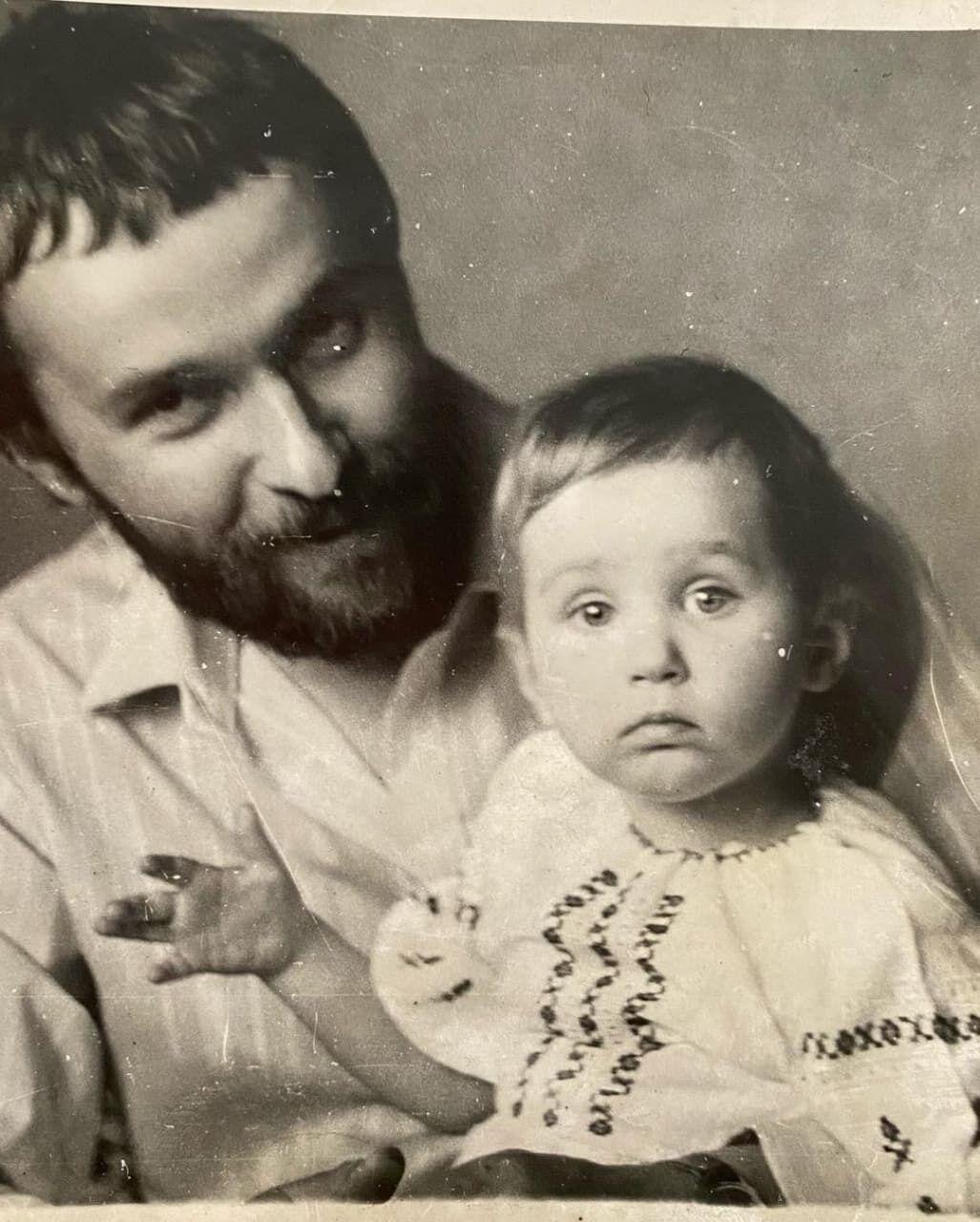 Петр Гончар с маленькой Тоней.