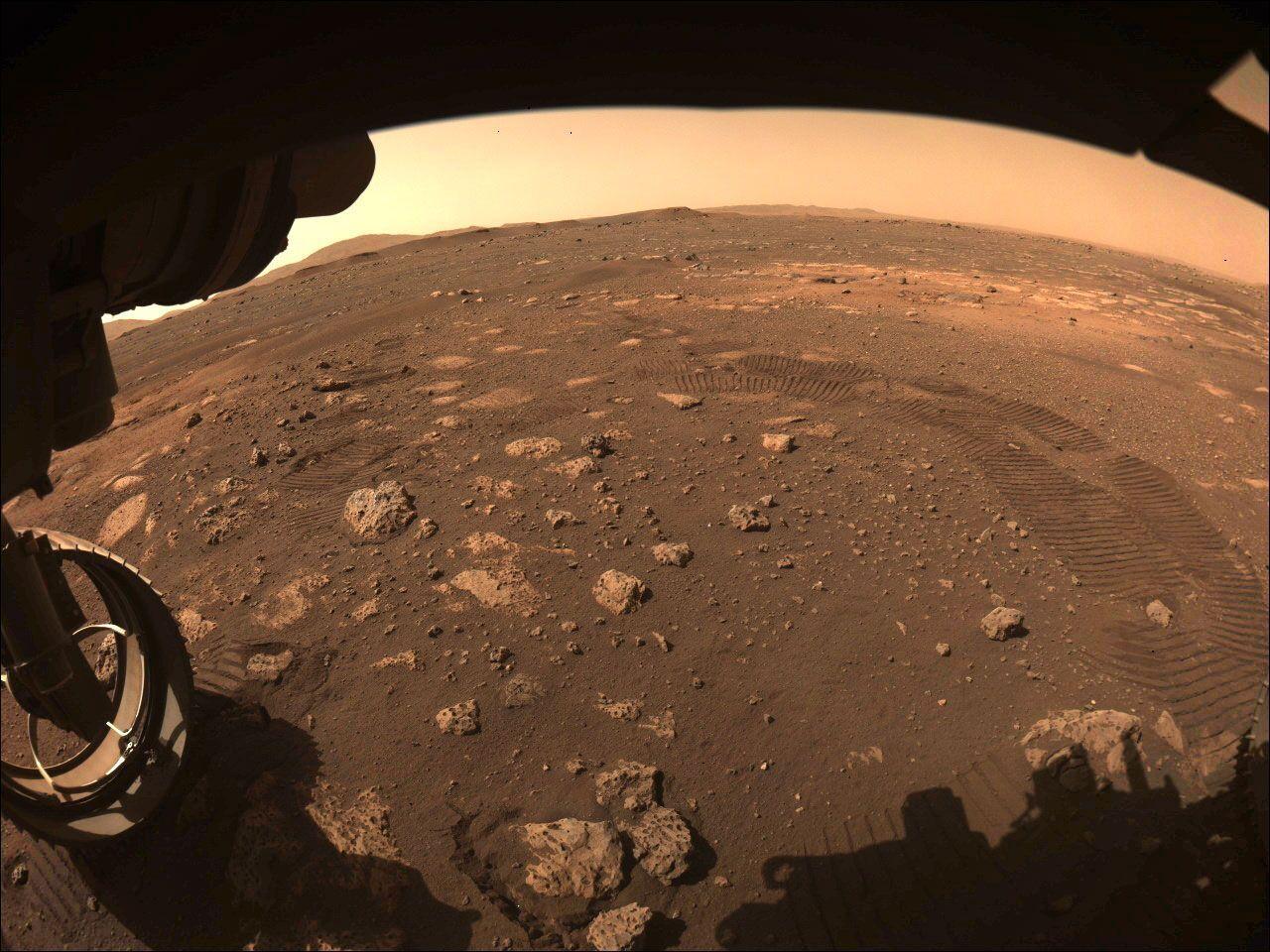 Perseverance совершил первую поездку по Марсу.