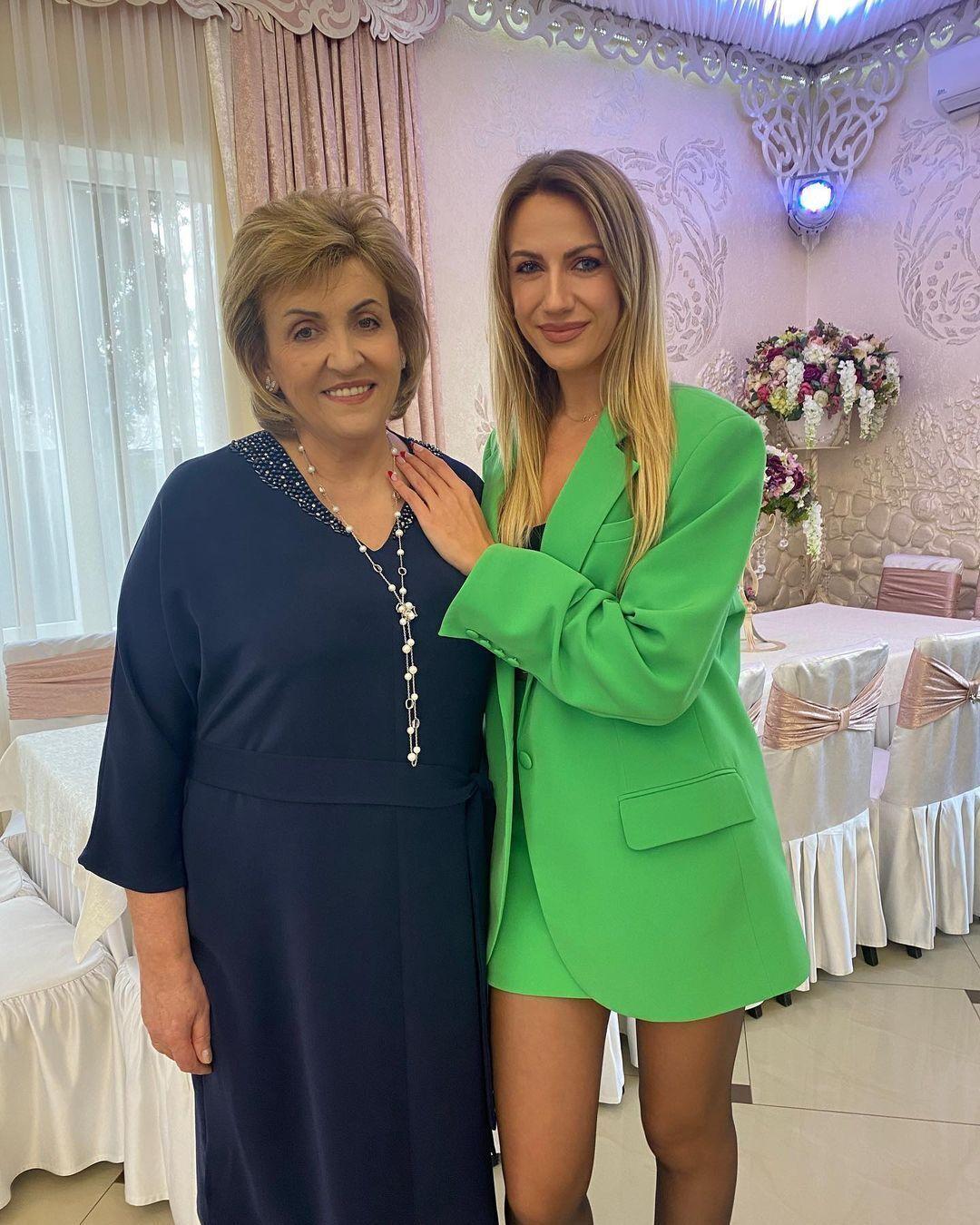 Леся Никитюк показала редкий кадр с мамой.