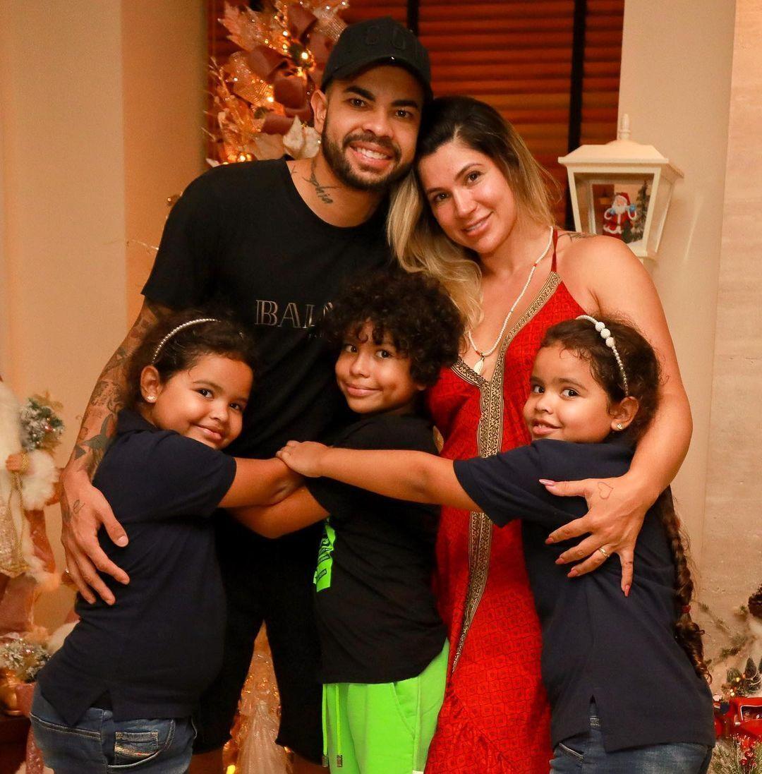 Дентиньо с Соузой и детьми