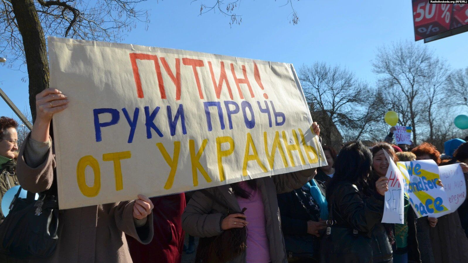 Украинки в Крыму вышли на митинги против оккупации: в сети вспомнили фото и видео