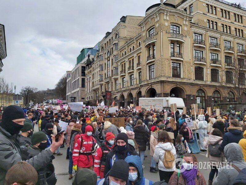 Участники марша на Почтовой площади