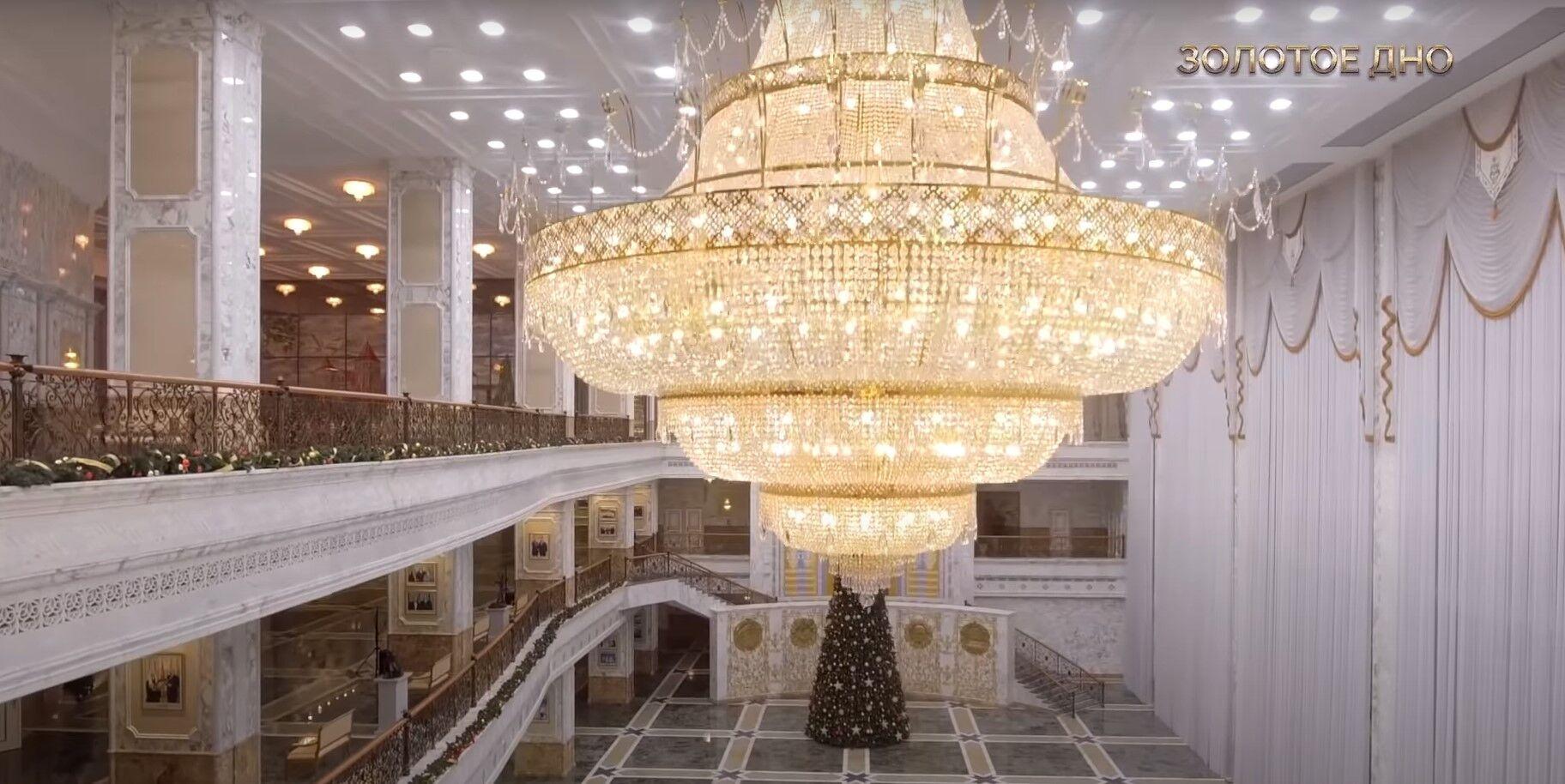 Люстри у Палаці незалежності.