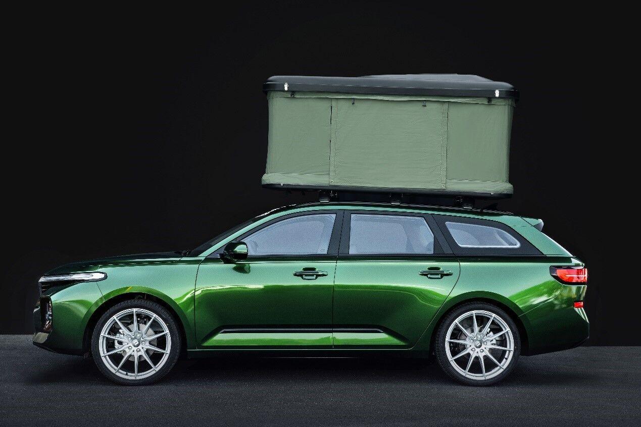 """Универсал-""""турист"""" отличается яркой окраской металлизированной эмалью насыщенного зеленого цвета, а вместо стандартных дисков установили 20-дюймовые"""