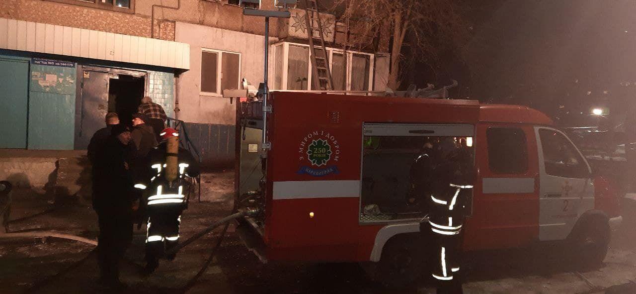 Пожарные возле дома, где случилось ЧП