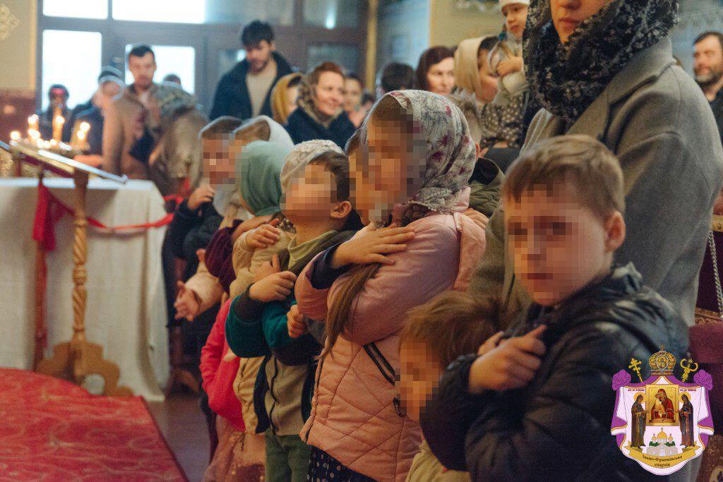 В церквях Прикарпатья не соблюдают дистнацию