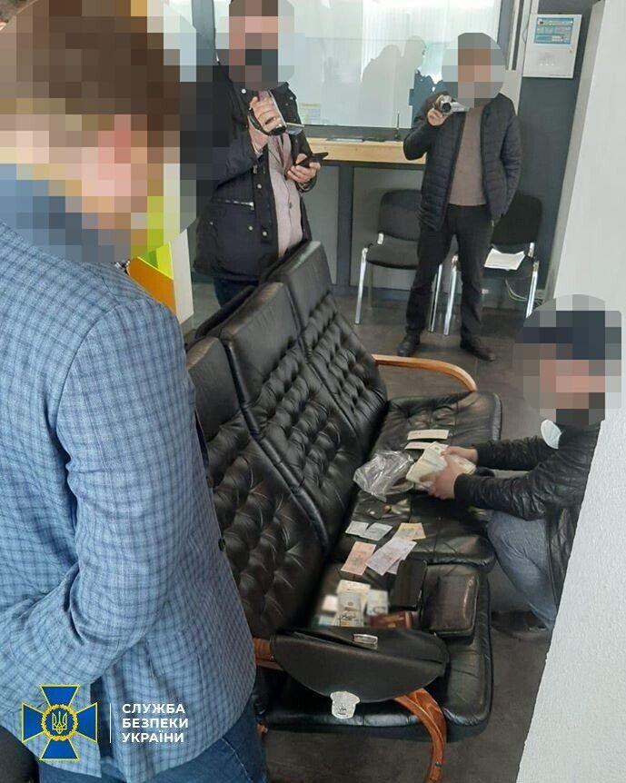 Зловмисники обвинувачуються в фальсифікації кримінального провадження.