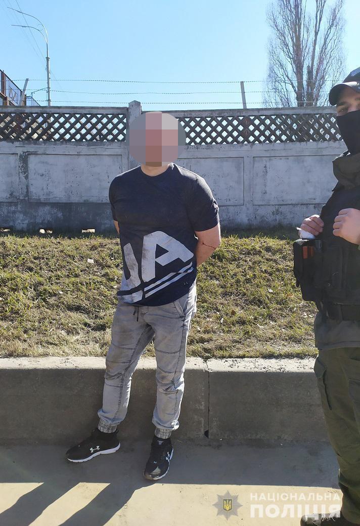 Нападника затримали за допомогою камер спостереження.