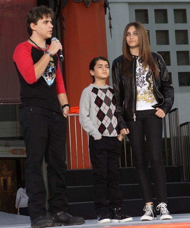 Періс Джексон зі своїми братами