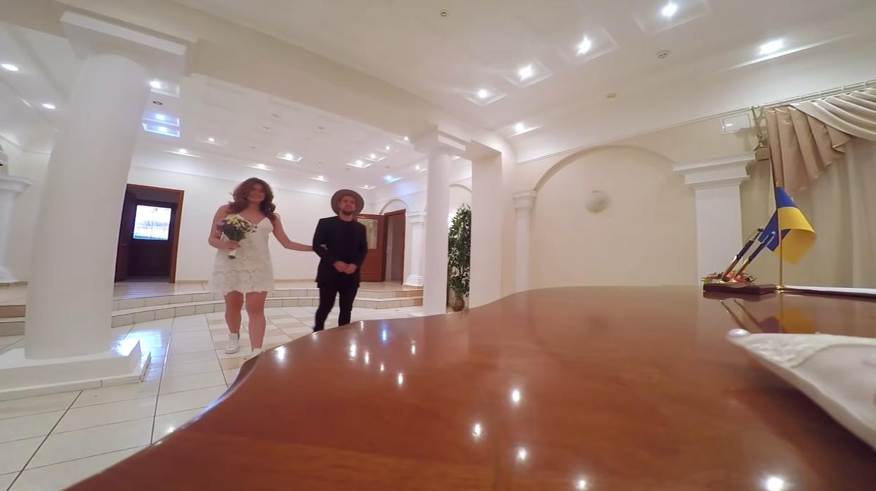 MONATIK показал кадры со свадьбы с Ириной