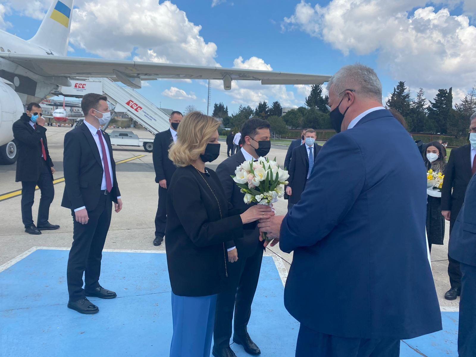 Зеленский с женой прибыл в Турцию.