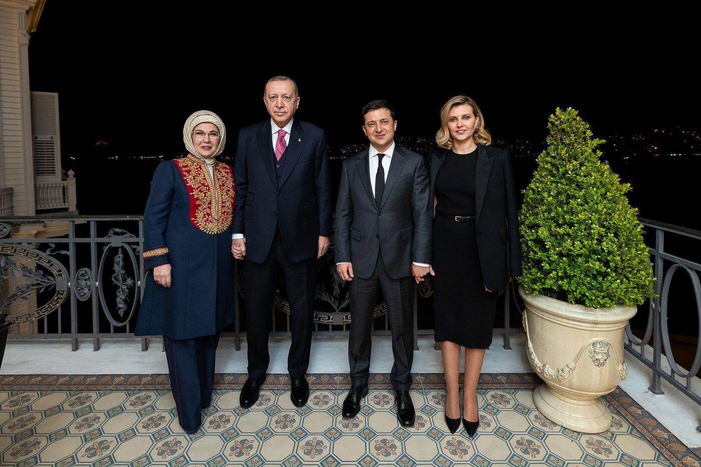 Елена Зеленская со своим супругом на официальной встрече .