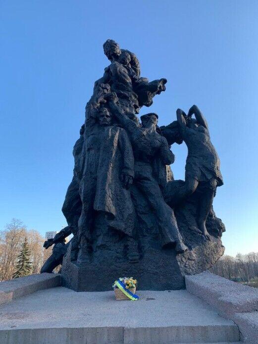 Зеленский почтил память жертв нацистских концлагерей.