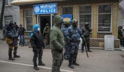 Террористы начали с захвата местного отделения милиции и управления СБУ.