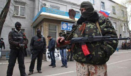 """Хорошо экипированные и подготовленные боевики быстро расширили свои ряды за счет местных сепаратистов и """"казачков""""."""