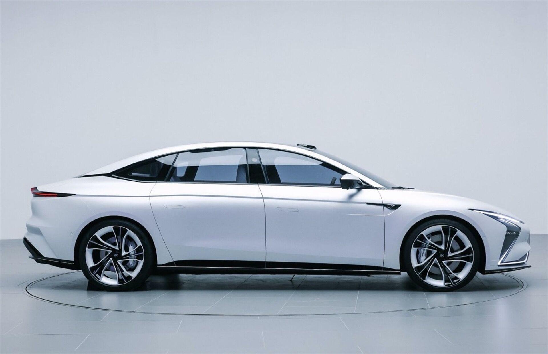 Автомобиль получит тяговый электродвигатель мощностью 400 кВт (544 л.с.) и крутящим моментом 700 Нм