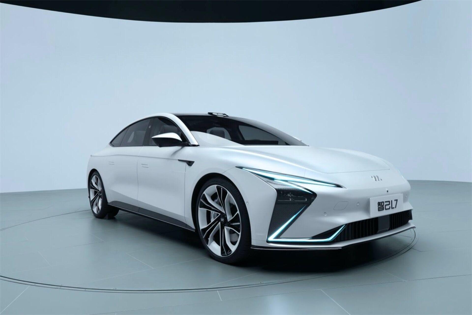 Базовая версия получит АКБ емкостью 93 кВтч, позволяющую преодолевать порядка 615 км