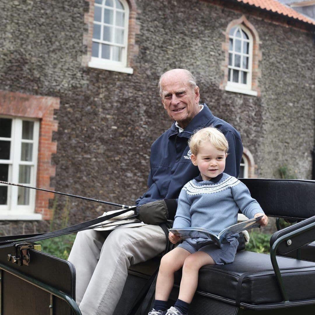 Принц Филипп с правнуком