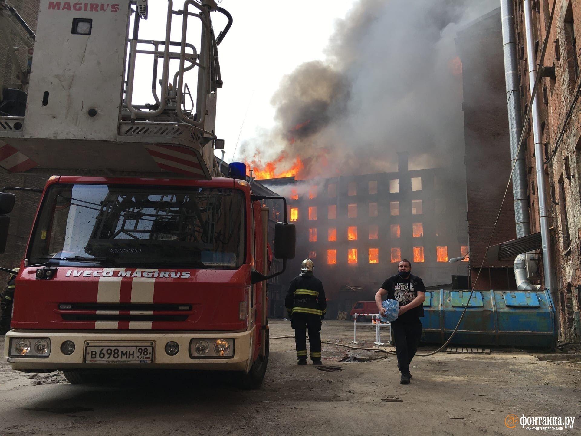 Масштабный пожар в Санкт-Петербурге.