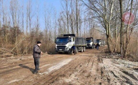 Активисты узнали возможное место вывоза краденого песка на столичных Позняках