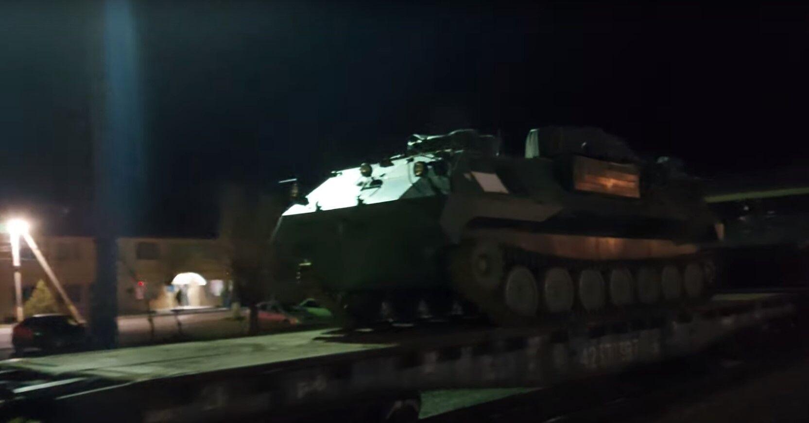 Військова техніка на станції Нижньогірська 10 квітня.