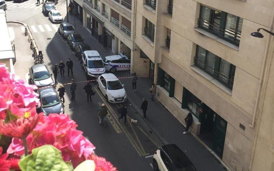 Стрельбу открыли у частной больницы в Париже