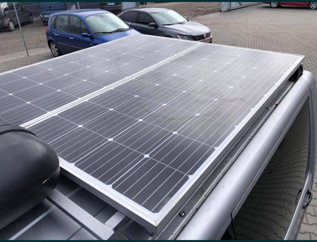 Солнечная панель питает электрооборудование прицепа