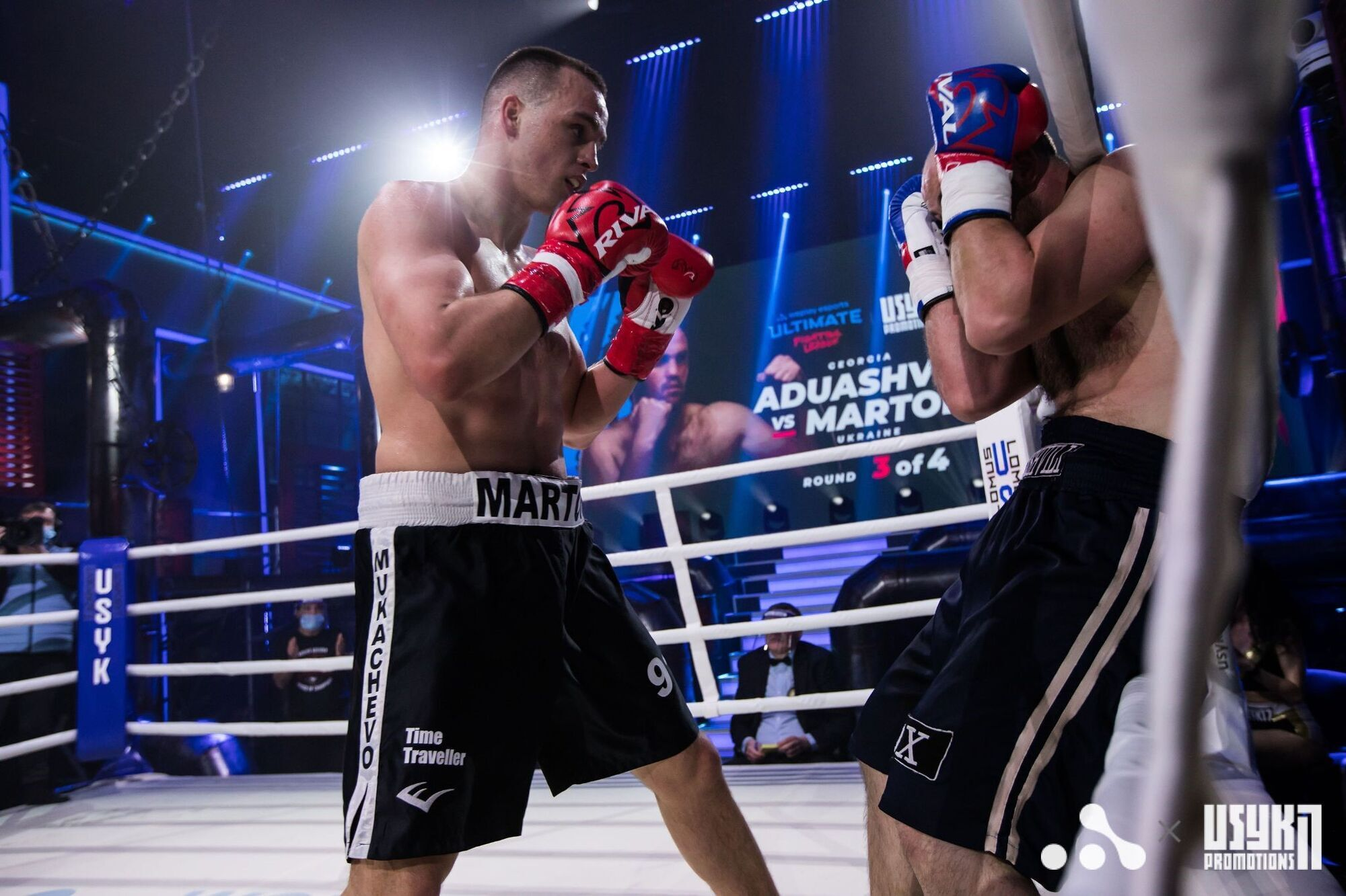 Трое украинских боксеров впервые вышли на профессиональный ринг и одержали победу