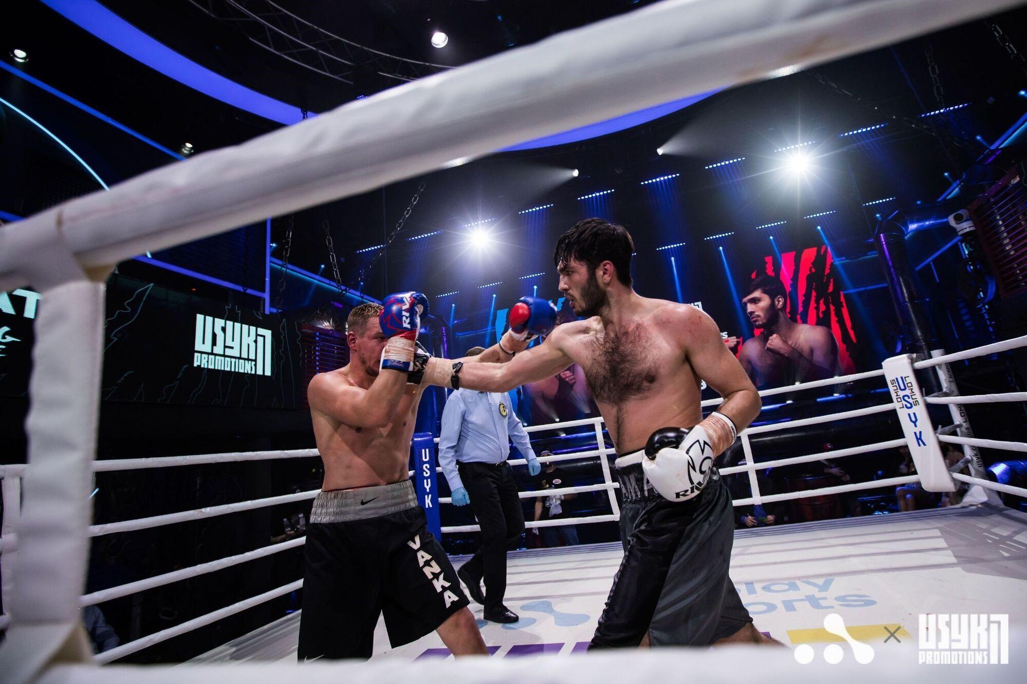 В восьмом раунде Гаджиев очередной удачной двойкой едва не отправил оппонента на пол