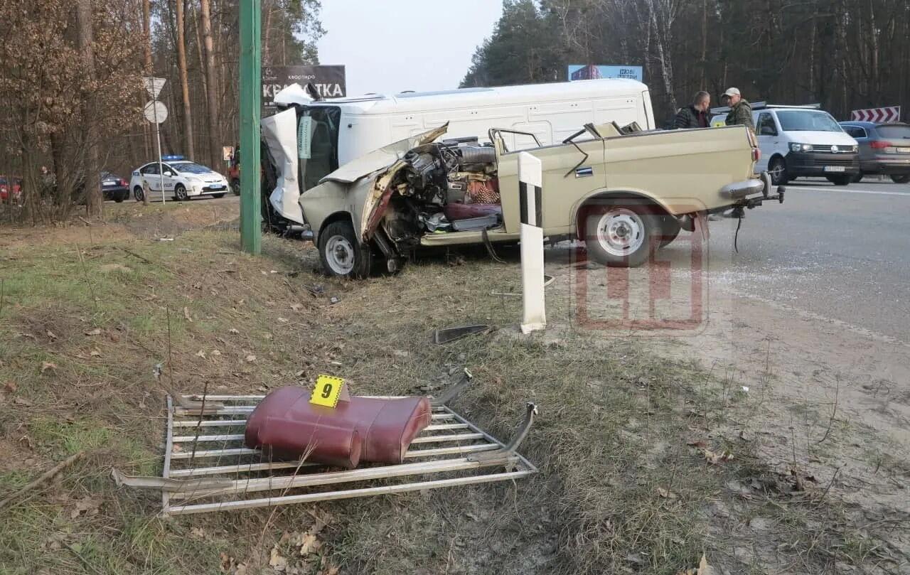 """В аварії загинув водій """"Москвича"""" і двоє його пасажирів."""