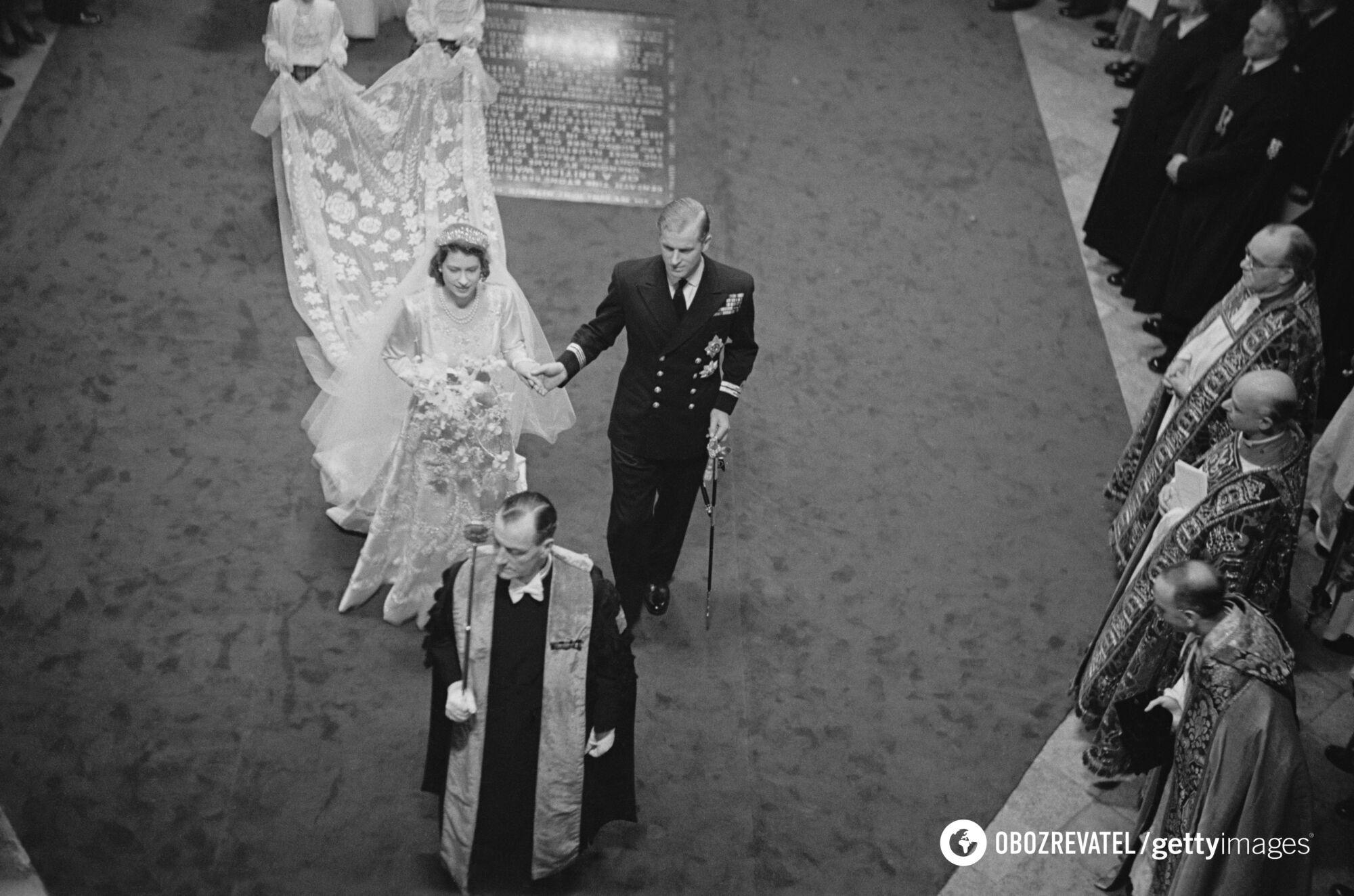 Щоб створити сукню нареченої, кутюр'є знадобилося понад 10 тисяч перлин