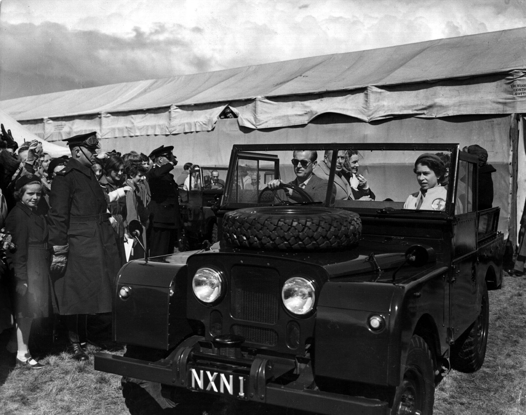 Один из первых королевских Land Rover