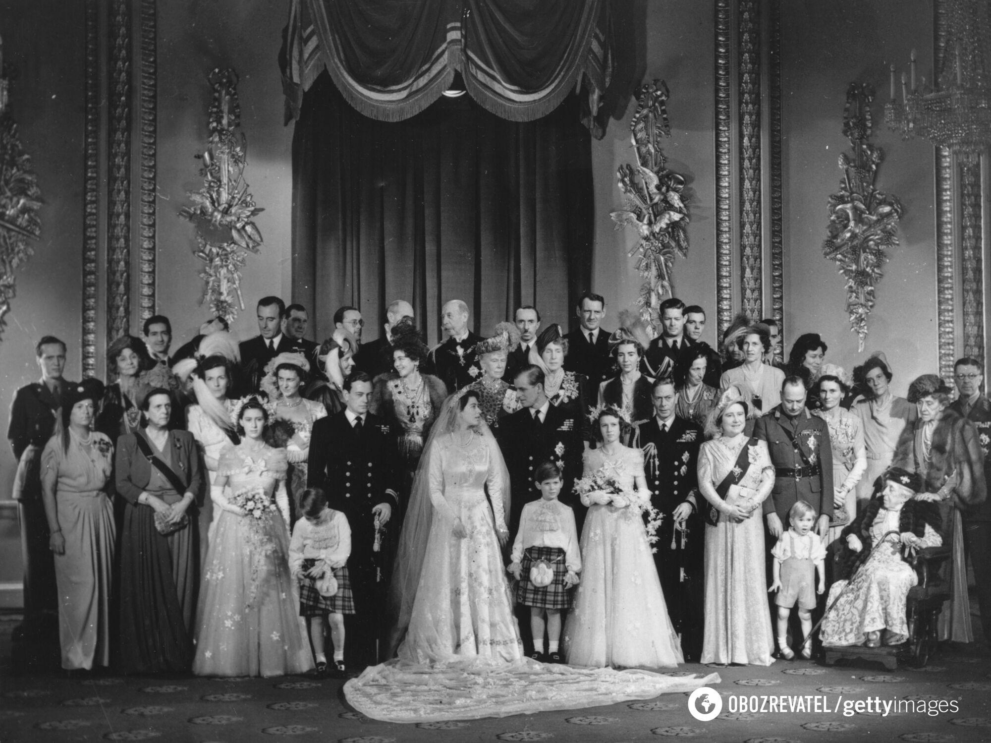 Принцеса на весільному фото без квітів