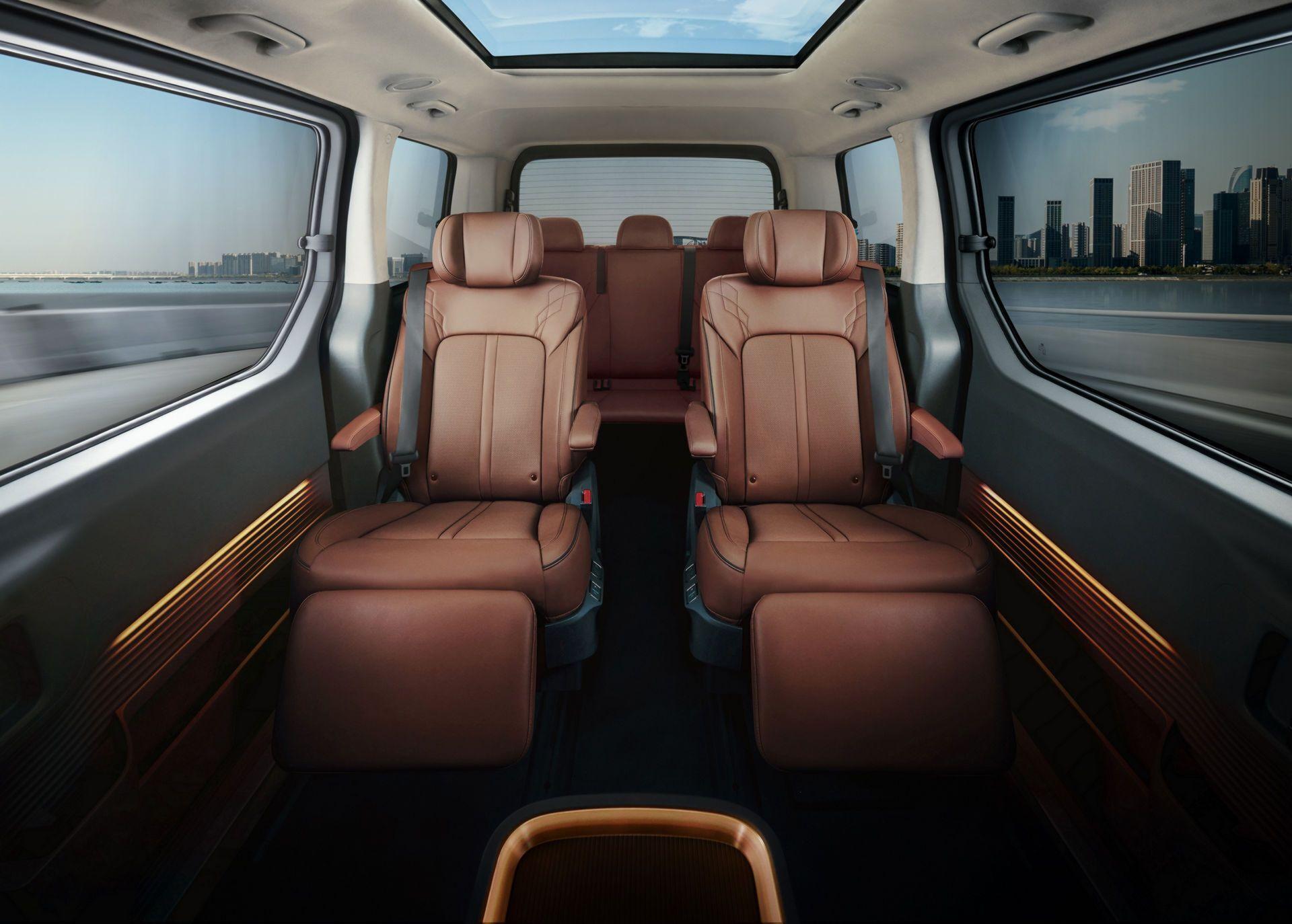 Hyundai Staria предлагает несколько вариантов салона на 7-11 мест