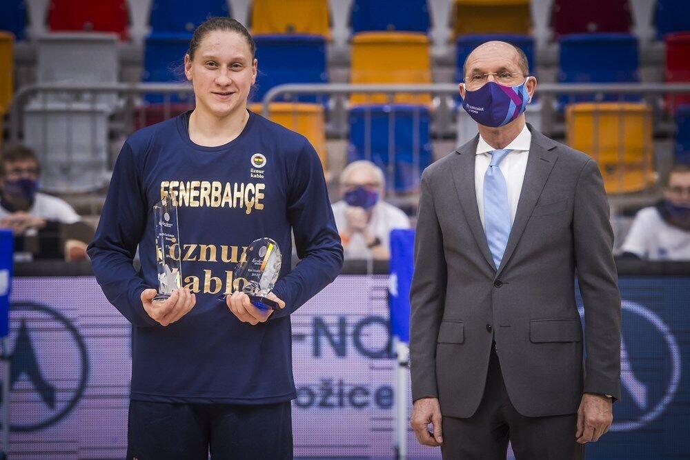 Алина Ягупова с индивидуальными наградами