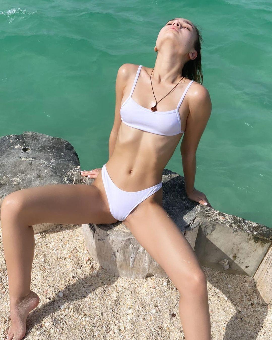 Учасниця голої фотосесії в Дубаї Юлія