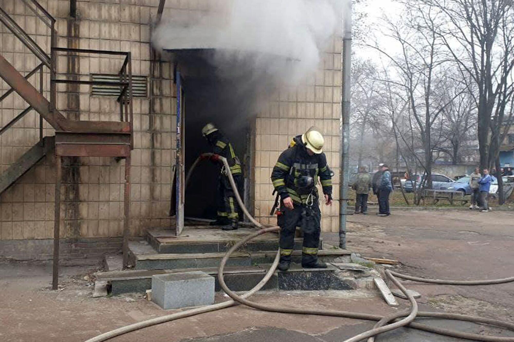 Пожар возник в раздевалке.